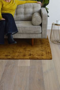 From our high value for money Strata collection, we bring you Strata Hurst, a modern neutral blonde floor which has been smoothly sanded and treated with a white pigment oil, still showing some of the warm honey tones of the natural oak. #stratahurst