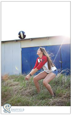Sport clothes photography senior pictures 35 Ideas for 2019 Volleyball Poses, Volleyball Senior Pictures, Volleyball Setter, Volleyball Shirts, Softball Pictures, Cheer Pictures, Sports Pictures, Senior Year Pictures, Senior Photos Girls