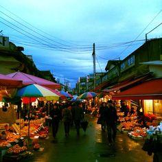 nemiao / #경동시장 #전통시장 #KoreanMarket #Market #TraditionalMarket #OldMarket #TradicionalFood #StreetVendor #市場 #マーケット #伝統 #trip #tour #Korea #한국 #韓国 #旅行 #露天商 #街商 #Food #Koreanfood #StreetFood #fruit #果物 #sunset #석양 #노을 #雨上がり / 서울 동대문 제기 / #골목 #시장 / 2013 12 29 /