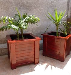 DIY pallet and wood planter box ideas don't have to be predictable. Discover the best designs that will give your deck a touch of style in DIY planter box designs, plans, ideas for vegetables and flowers Wooden Planter Boxes, Diy Planter Box, Diy Planters, Planter Pots, Outdoor Garden Bench, Outdoor Gardens, Planter Box Designs, Wood Patio, Diy Patio
