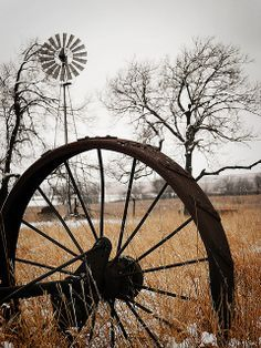 4 🇺🇸 Old wagon wheel (Wabaunsee County, Kansas) by Michael Dean Lanzrath 🌾 E Country Barns, Country Life, Country Living, Country Roads, Country Charm, Country Style, Farm Windmill, Tableau Design, Old Windmills