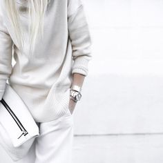 The art of the slouch...latest on the blog! ◽◽️ #winterwhite #silver #myaritzia #figtny