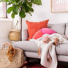 Cozy Up with this DIY Tassel Blanket for Winter (Paper and Stitch) Blankets For Winter, Feng Shui House, Mad About The House, Interior Design Images, Diy Tassel, Home Living Room, Decoration, Sweet Home, Inspiration