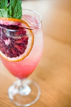 8 Cool #Summer Wine Spritzer #Recipes to Try ... → #Cooking #Peach