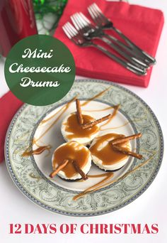 Make these delicious Mini Cheesecake Drums inspired by the day of the 12 Days of Christmas - 12 Drummers Drumming. It's a fun and easy recipe! 12 Days Of Christmas, Christmas Desserts, Christmas Treats, Christmas Recipes, Christmas Eve, Sweet Desserts, Dessert Recipes, Dessert Animals, Sweet And Low