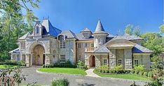 A website featuring luxury real estate and architecture.