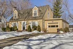Oakwood Park home for sale at 412 NE Poplar Dr. Listed at $125,000.