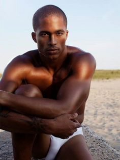 Body kissed by the sun. Hot Black Guys, Black Men, Black Is Beautiful, Beautiful Boys, Beautiful People, Body Confidence, Best Places To Live, Shirtless Men, Photography