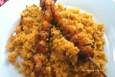 Couscous served with Prawns Quick Easy Meals, Easy Dinner Recipes, New Recipes, Ghana Food, West African Food, Recipes With Few Ingredients, Couscous Recipes, 30 Minute Meals, Soul Food
