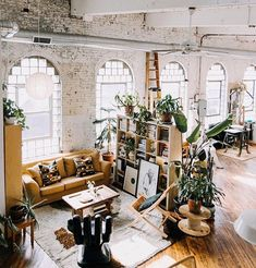 Sweet Spot Style Tip:  Start with the architecture.  You just cant beat high ceilings  natural light. Ching Ching to open lofts. This space makes my heart beat a little faster.  Space: @really_really_lizzy  Photo: @lovemedophoto  As seen on @apartmenttherapy