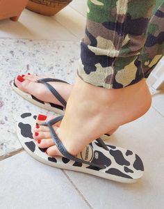 We love you feet - Feetstagram Cute Toes, Pretty Toes, Feet Soles, Women's Feet, Pies Sexy, Foot Pics, Beautiful Toes, Foot Toe, Sexy Legs And Heels