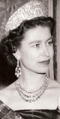 In 1950, King George VI had a diamond necklace created for his daughter Princess Elizabeth using 105 loose collets that were among the Crown heirlooms he inherited. (These, according to Hugh Roberts, had been used by Queen Mary to change the lengths of her multiple diamond collet necklaces, hence their loose status in the collection.)