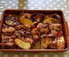 lapin, tomate, pomme de terre, oignon, lardons, ail, thym, feuille de laurier, huile, vin blanc sec, Sel, Poivre