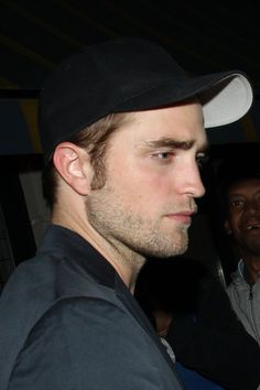 Robert Pattinson Spotted in London, Pics Included on http://www.shockya.com/news