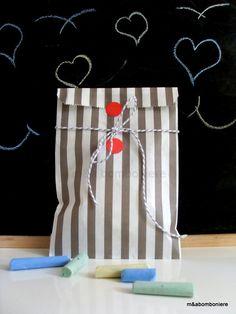 Γκρι ριγέ χάρτινο σακουλάκι με δίχρωμο κορδονάκι και κόκκινες χάρτινες λεπτομέρειες. Τιμή: 1,50 ευρώ. Baby Boy, Gift Wrapping, Handmade, Gifts, Gift Wrapping Paper, Hand Made, Presents, Wrapping Gifts, Favors