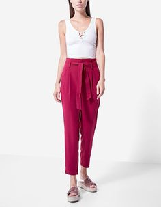 Cause sensation with women's trousers on sale at Stradivarius this winter. Renew your wardrobe with culottes, leggings & cigarette or cropped trousers.