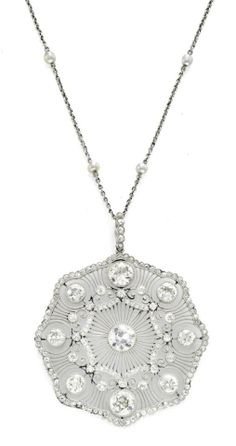 This diamond and seed pendant belongs to the Edwardian era which typically incorporates a diamond trim, with platinum on yellow gold, giving jewelry of this period, a typical white appearance.