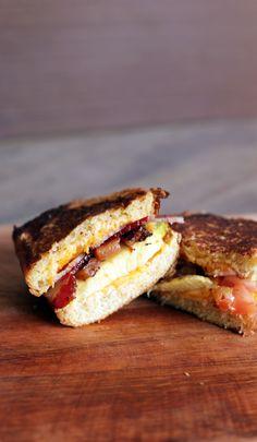 O MELHOR LANCHO DA VIDA: Pão de Brioche + Cheddar + Bacon + Guacamole + Cream Cheese Apimentado + Tomatinho!
