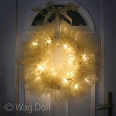 LED Light Up Twinkle Tulle Christmas Wreath! Would try this for year round party decor...hot pink for an 80s theme party, red white & blue for patriotic celebrations, orange for Halloween, etc. Fun fun.