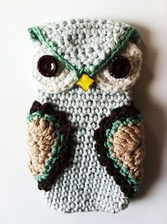 Owl iPhone cozy.  Didn't find a link to pattern, but like the details on the face, particularly the button for the nose & the flap between the eyes.  Save for inspriration