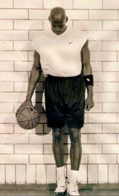 Girls Basketball Shoes, Love And Basketball, Basketball Legends, Basketball Pictures, Sports Basketball, College Basketball, Michael Jordan Pictures, Mike Jordan, Dream Team