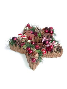 +Wunderschöner Zimtstern+    Adventsgesteck, Zimstern aus Pappe und Zimtstangen, Farbe: Braun-rot, Deko: Rote Glaskugeln, Glitzersterne u. -äpfel, ein