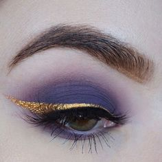 Purple Eyeshadow with Gold Flake Eyeliner Makeup Goals, Makeup Inspo, Makeup Art, Makeup Tips, Beauty Makeup, Glamour Makeup, Fairy Makeup, Mermaid Makeup, Make Up Looks