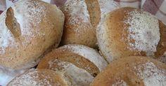 Het is een heel eenvoudig recept, maar het levert lekkere broodjes op. De speltmeel kan vervangen worden door volkorenmeel, maar persoonl...