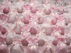 Sache Perfumado Sonho Rosa  Saches confeccionados com lembrancinha de aniversário.   Sache embalado em saquinho celofane, fechado com laço de fita e tag personalizado.  Para mais informações, entre em contato através de nosso e-mail: petals62@hotmail.com