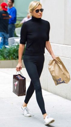 Simple black outfit with tennis shoes. The post Simple black outfit with tennis shoes. appeared first on Casual Outfits. Adrette Outfits, Fall Outfits, Fashion Outfits, Fashion Ideas, Summer Outfits, Black Casual Outfits, Business Casual Outfits, Fashion Mode, Womens Fashion