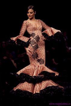 Traje de Flamenca - Vicky-Martin-Berrocal - Simof-2011 Flamenco Costume, Dance Costumes, Flamenco Dresses, Spanish Fashion, Fishtail, Black Panther, Dancer, Fashion Outfits, Couture