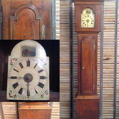 horloge de parquet louis XV en pin massif mouvement en bois peint .XIX siècle .