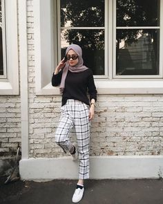 Trendy Style Hijab Casual Chic Ideas - The Effective Pictures We Offer You Abou. Trendy Style Hijab Casual Chic Ideas – The Effective Pictures We Offer You About fashionista sty Modern Hijab Fashion, Street Hijab Fashion, Hijab Fashion Inspiration, Muslim Fashion, Mode Inspiration, Fashion Outfits, Hijab Fashion Style, Hijab Fashion Summer, Fashion Trends