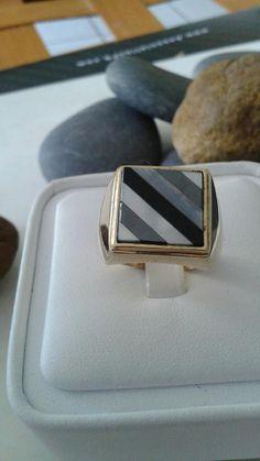Mira este artículo en mi tienda de Etsy: https://www.etsy.com/es/listing/216264297/perlas-y-onix-14k-solido-anillo-de-oro