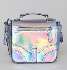 Holo Bag ! Retrouvez vos marques préférées sur Nouvelle Collection #nouvelleco #bagforlife #fashion #holobag