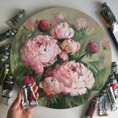 Пионы, холст, масло, диаметр 40 см (проданы). А какие у Вас самые любимые цветы? (спрашиваю из любопытства и чтобы понимать предпочтения на будущее). Пионы? Подсолнухи? Маки? Гортензия? Ромашки? А может Розы? . #пионы #piones #royaltalens_ru #artfido #topcreator #одинденьсхудожником