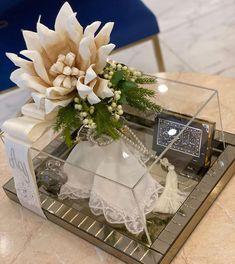 """739 Beğenme, 10 Yorum - Instagram'da Gül&Nur Home (@gulnurhome): """"İyi akşamlar🙋🏻♀️🙋🏻♀️🌷🌷ilginize çokkk teşekkür ederiz 🎉🎉bir söz teslimimiz daha gelsin 🌸🌸 #söz…"""" Toned Women, Light Skin, Tulips, Gift Wrapping, Table Decorations, Gifts, Instagram, Gift Wrapping Paper, Clear Skin"""
