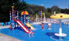 Kids Indoor Playground, Water Playground, Location Camping, Bungalow, Backyard Water Parks, Parc A Theme, Kids Slide, Modern House Design, Swimming Pools