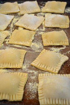 Homemade Cheese Ravioli with Tomato Cream Sauce Homemade Ravioli Filling, Homemade Tomato Sauce, Homemade Cheese, Homemade Pasta, How To Make Ravioli, Homemade Breads, Shrimp Ravioli Recipe, Spicy Shrimp Pasta, Paleo Ravioli