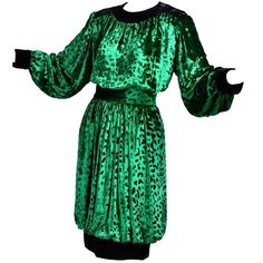 Preowned Yves Saint Laurent Ysl Vintage Green Velvet 2pc Dress Bubble... ($895) ❤ liked on Polyvore featuring dresses, green, vintage two piece, velvet two piece and yves saint laurent