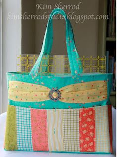 I bet it would be pretty easy to make my own tote..I should really get my sewing machine working again