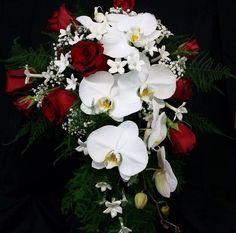 https://instagram.com/p/4cYHgUIycn/ #Retro inspired bridal bouquet #OrangevilleFlorist #Flowershoplife #Orchids #FlowersOrangeville #roses #Orangeville