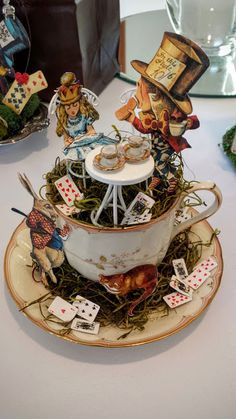 Healthy, Happy Shannon: Alice Tea and Crafting Alice In Wonderland Crafts, Alice In Wonderland Vintage, Alice In Wonderland Characters, Shabby Chic Shower Curtain, Magic Of Oz, Floating Tea Cup, Altered Art, Altered Books, Vitrine Miniature