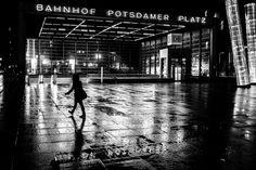 street photography. martin waltz. berlin potsdamer platz 2016.