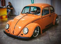Musica, VolksNrods y Viajes.....eso Custom Vw Bug, Old Bug, Vw Vintage, Yellow Car, Vw Cars, Vw T, Car Wheels, Vw Beetles, Dream Cars