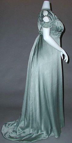 1910 ___ Evening Dress by Liberty of London ___ silk & cotton ___ British ___ at The Metropolitan Museum of Art ___ photo 2