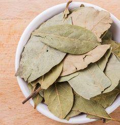 The healing effects of laurel tea benefits tea blends tea garden tea photography tea recipes Healthy Pasta Recipes, Tea Recipes, Smoothie Recipes, Cup In Gramm, Herbal Tea Benefits, Herbal Teas, High Tea Food, Limpieza Natural, Tea Blends