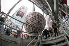 Times Squaren yläpuolelle nostettava kristallipinnoitteisista kolmioista koottu jättipallo on Waterford-yhtiön tuote – ja Fiskarsin omistama.
