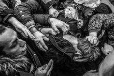 Ukraina, Kijów: tłum na Majdanie Niepodległości nieomal linczuje snajpera pojmanego przez obronę Majdanu