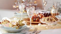 Need a little help with Dinner? HelloFresh have got you covered with their Ultimate Christmas Dinner Guide. It includes timing guides, tips and secret to make this year's Christmas Dinner your best ever! French Christmas, Christmas Time, Beautiful Christmas, Dinner Table, Dessert Table, Restaurants Gastronomiques, Tapas, Mantecaditos, Ideas Prácticas